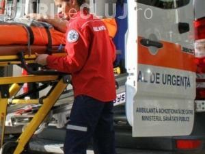 Accident grav la Muntele Băișorii! O șoferiță a ajuns la spital după ce a intrat cu mașina într-un parapet