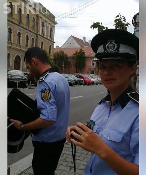 """Un clujean către Polițiștii locali aflați la """"datorie"""": Faceți poze și mașinii de Poliție de pe trecerea de pietoni - VIDEO"""