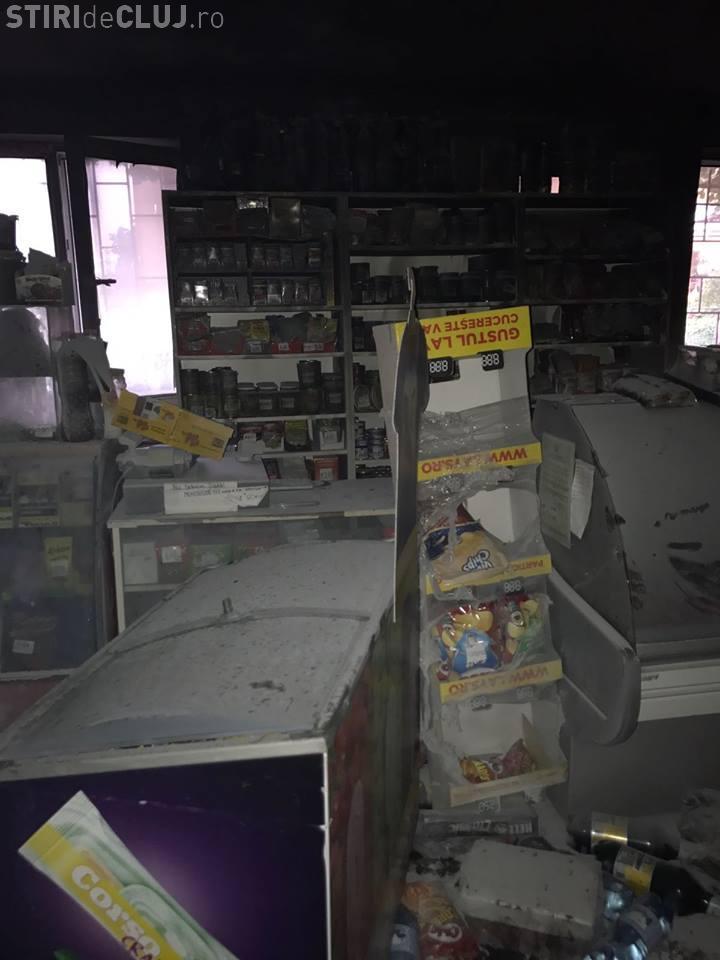 CLUJ: Incendiu la un magazin de bloc din Câmpia Turzii. Pompierii au fost nevoiți să evacueze mai multe persoane FOTO