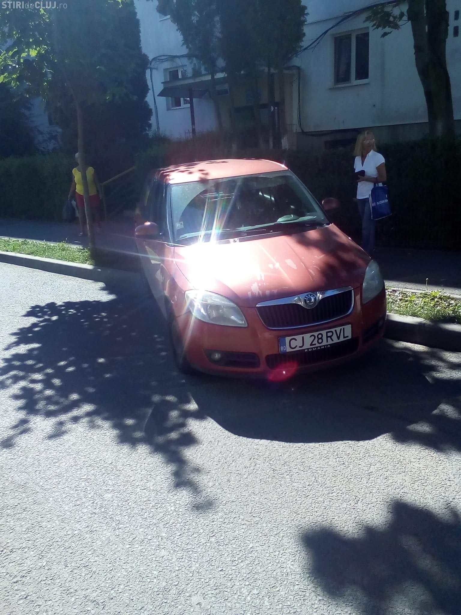 Mănăștur: Nu a tras frâna de mână și mașina a lovit un bătrân - FOTO