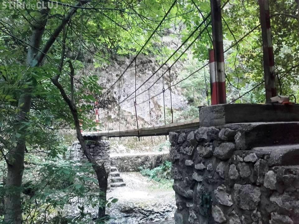 """Cluj: A fost finalizată refacerea podului numărul 3 din Cheile Turzii, căruia """"turiștii"""" i-au dat foc - FOTO"""