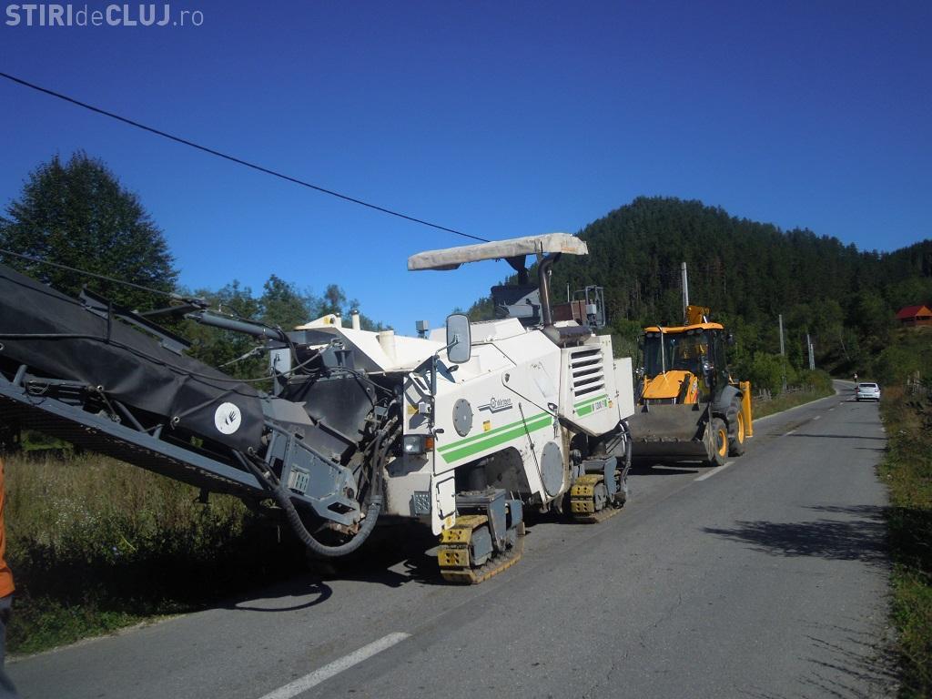 Plombări pe drumul județean care duce spre Barajul Drăgan - Floroiu - FOTO