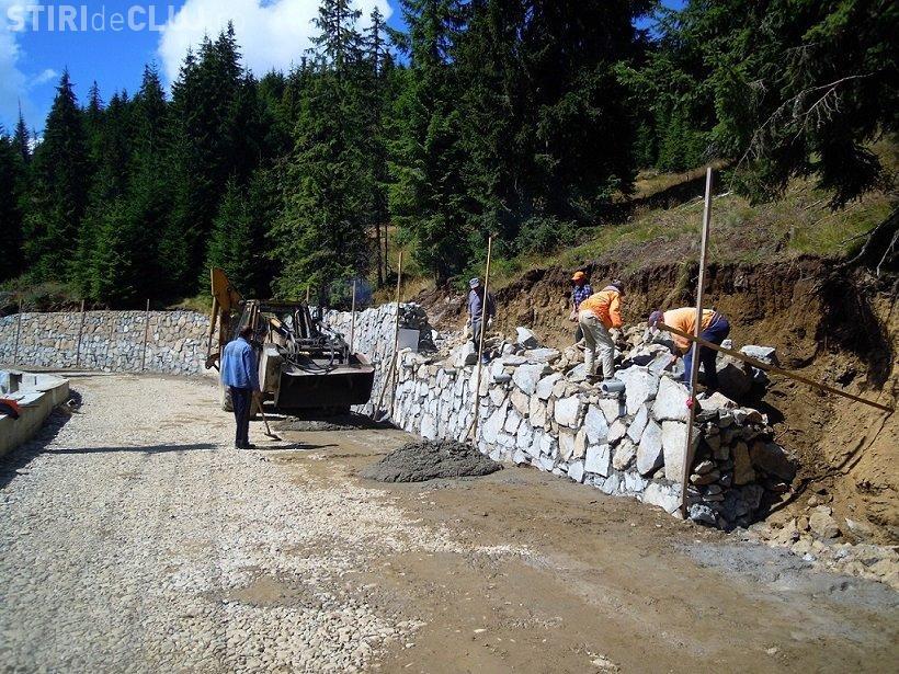 Drumul spre pârtia Buscat a început să fie asfaltat - FOTO