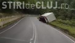 CLUJ: Un TIR s-a răsturnat la Negreni. Circulația feroviară este întreruptă - VIDEO