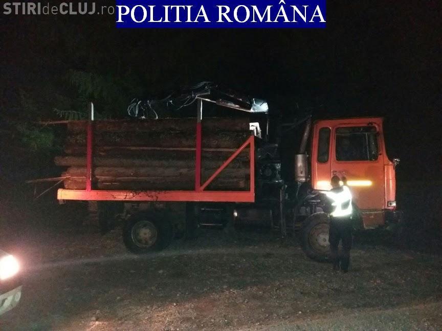 CLUJ: Hoți de lemne, prinși la furat în miez de noapte. Polițiștii au tras cu arma pentru a-l opri pe unul dintre ei FOTO