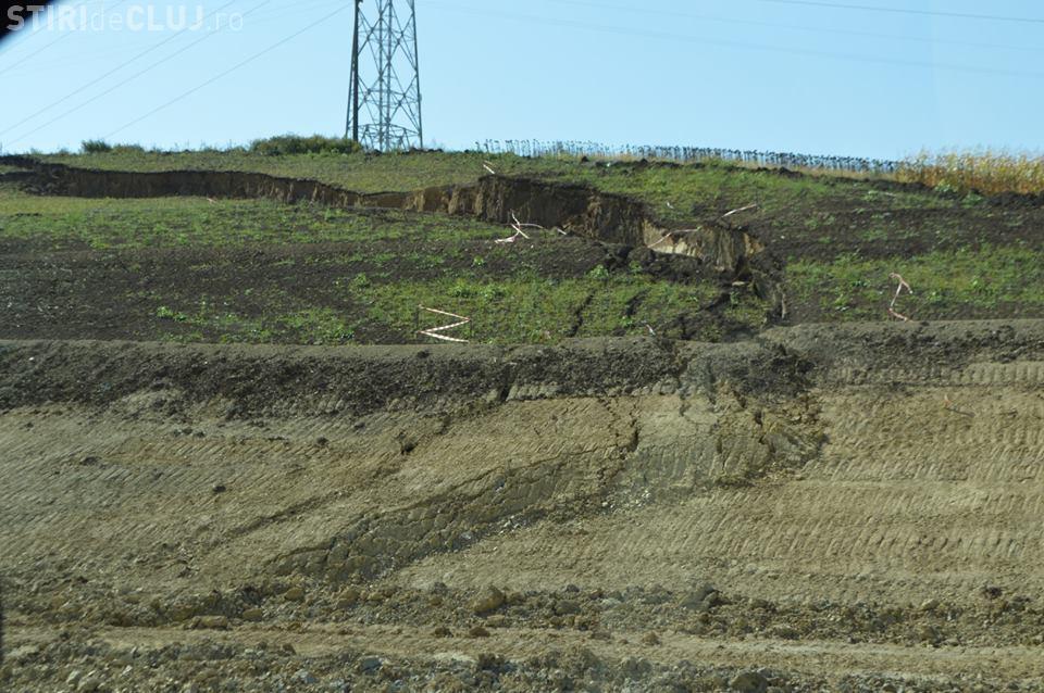 Imagini cu alunecarea de teren de pe autostrada Sebeş - Turda - VIDEO