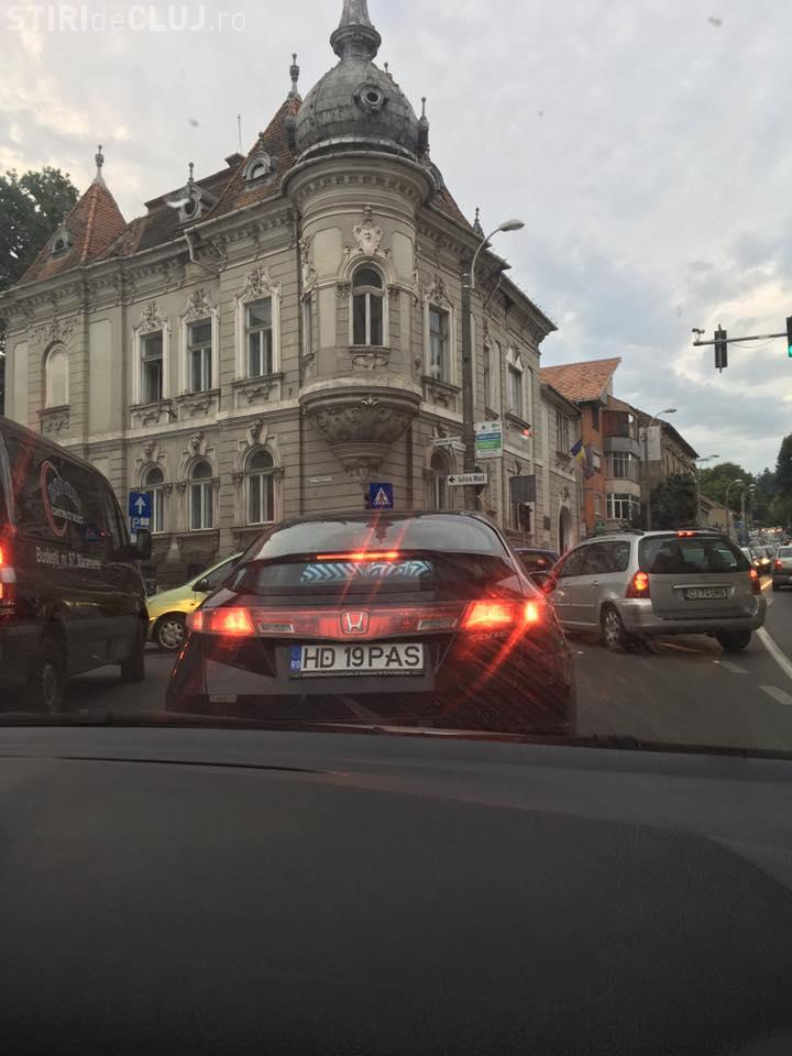 Blocaj pe Clinicilor - strada Avram Iancu! Primăria a intervenit prea târziu - FOTO