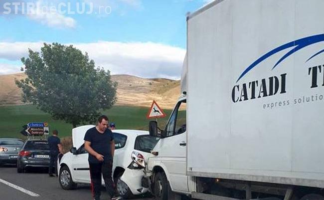 Un șofer clujean a cauzat un accident grav la Mănăstirea Dumbrava. Patru mașini au fost implicate