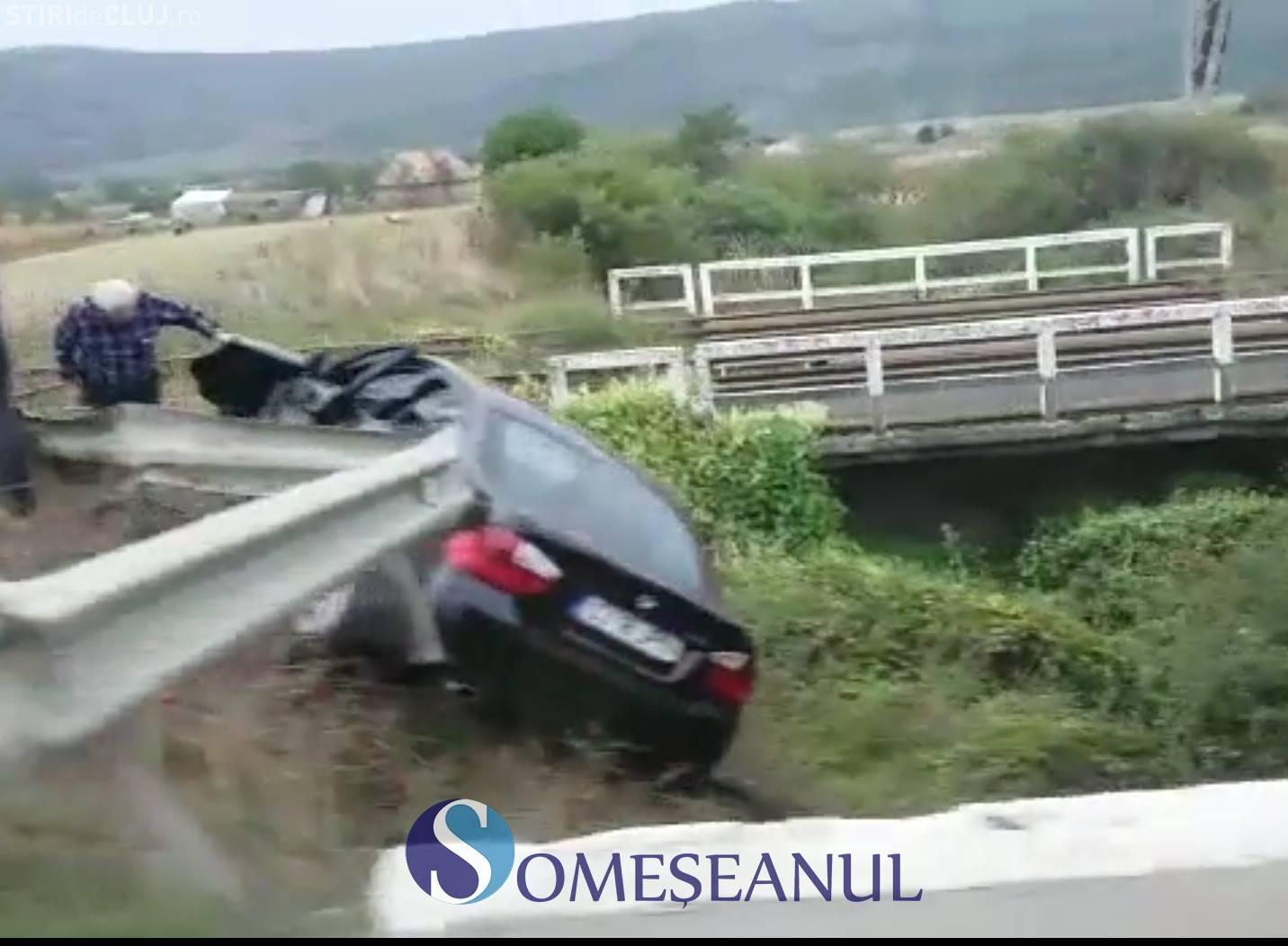 "Accident grav la Livada. Un BMW a ""zburat"" în afara șoselei VIDEO"