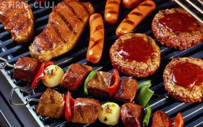 Cum să faci carne la grătar ca să nu formeze compuși cancerigeni