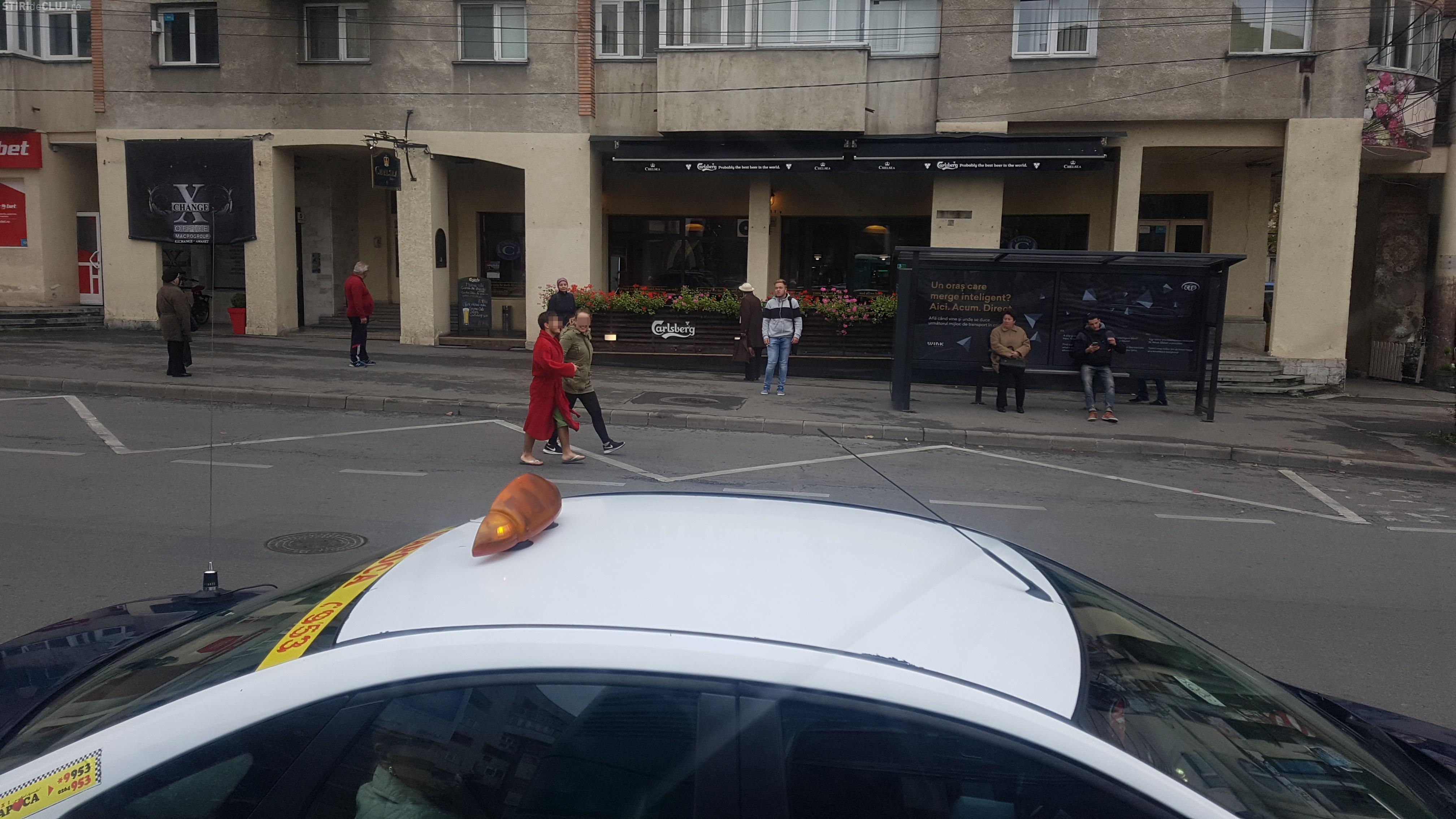 Hipsteri de Cluj! În halat de baie și șlapi prin oraș - FOTO