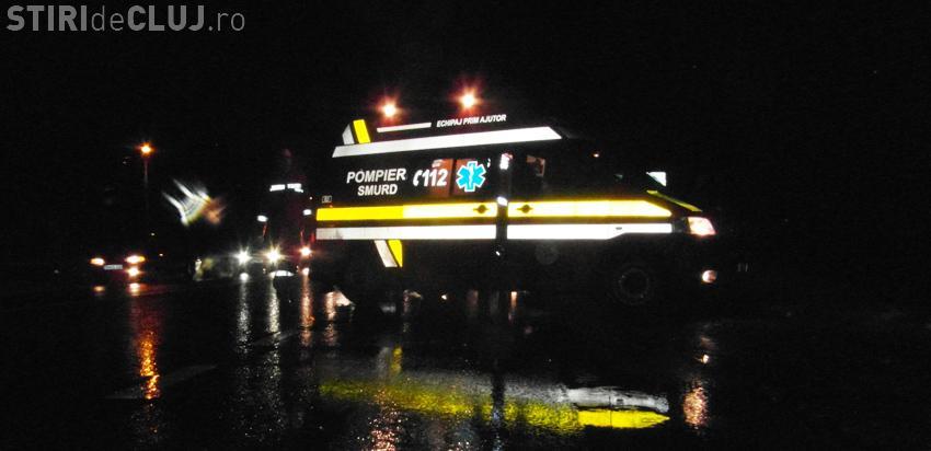 Accident pe drumul Cluj-Napoca - Gherla! Un șofer s-a izbiut cu duba direct într-un cap de pod