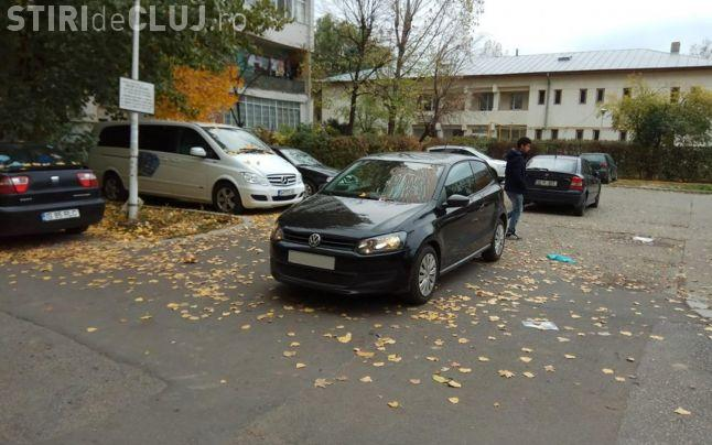 Răzbunare dusă la extrem! Un șofer s-a trezit cu mașina mânjită cu fecale umane FOTO