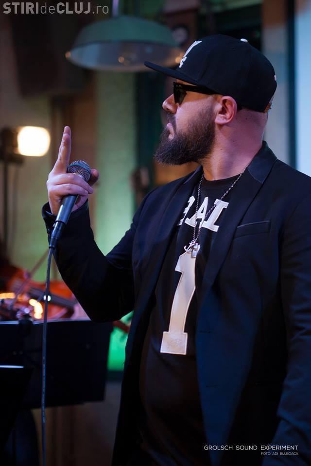 Un cunoscut rapper din România e în centrul unui scandal de hărțuire sexuală. Zeci de tinere l-au acuzat, însă el neagă tot