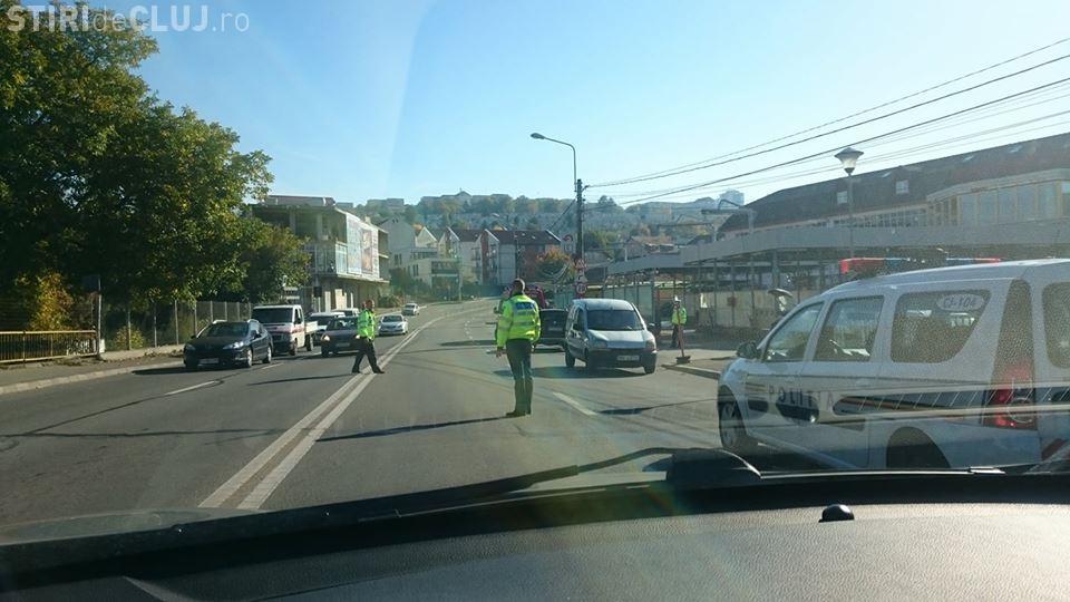 Un nou accident pe strada Frunzișului! Un motociclist neatent a intrat într-o mașină FOTO