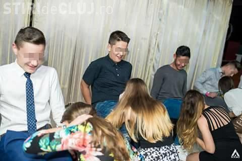 Balul bobocilor la Cluj! Au mimat sex oral în grup / UPDATE: Părinții au plătit biletele - FOTO