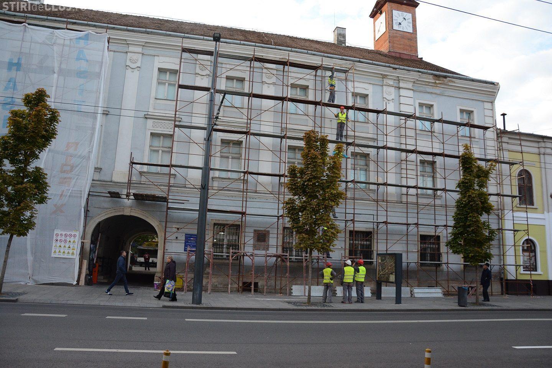 A început renovarea Palatului Reduta, din centrul Clujului! Se restaurează fațada FOTO