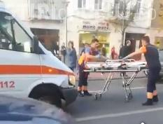 Tânăr lovit de ambulanță în centrul Clujului, după ce furase cutia milei dintr-o biserică. Fugea pentru a nu fi prins VIDEO