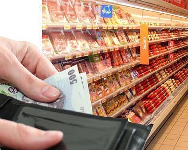 Scumpiri în lanț din 1 octombrie. Cresc prețurile la alimente, credite, gaze, energie și combustibili cresc simțitor