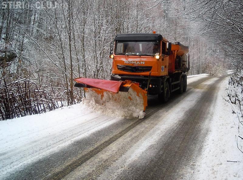 Drumarii clujeni au intervenit pe drumurile județene. A nins la munte