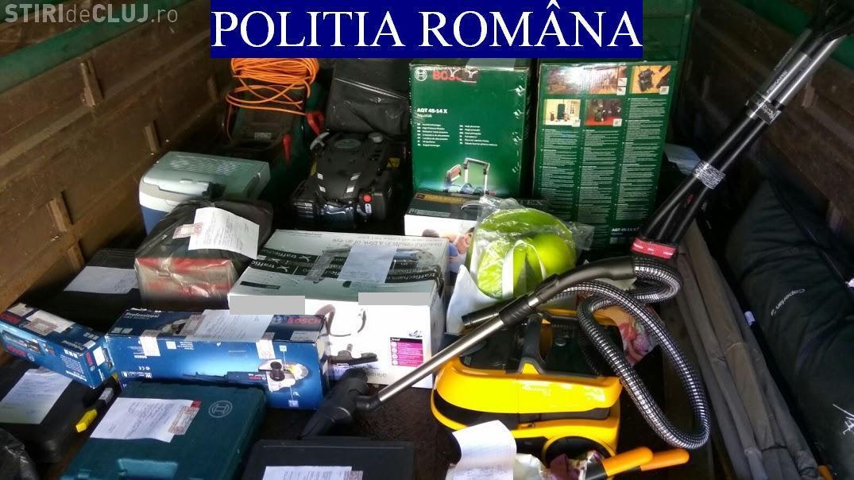 CLUJ: Percheziții la doi escroci care furau din magazin printr-o metodă ingenioasă. S-au recuperat bunuri de peste 10.000 de euro FOTO