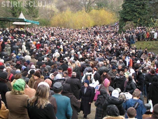 Minune la mormântul lui Arsenie Boca. Sunt 28 de ani de la moartea părintelui Arsenie Boca - FOTO