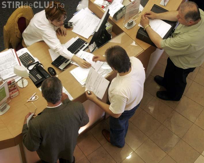 Funcționarii publici vor da în judecată Ministerul Muncii dacă nu le cresc salariile după revoluţia fiscală
