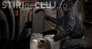 Turda: Șoferul unui TIR prins când vindea motorină la negru. E acuzat de furt
