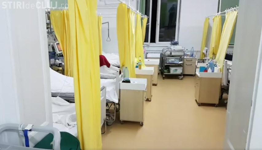 """Cluj: Cum supraviețuiesc """"deținuții"""" intubați de la Chirurgie II. Totul e înghesuit în 30 de metri pătrați - VIDEO"""