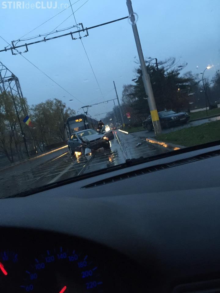 """Accident la Cluj Arena! S-a dus """"sanie"""" pe drumul umed - FOTO"""