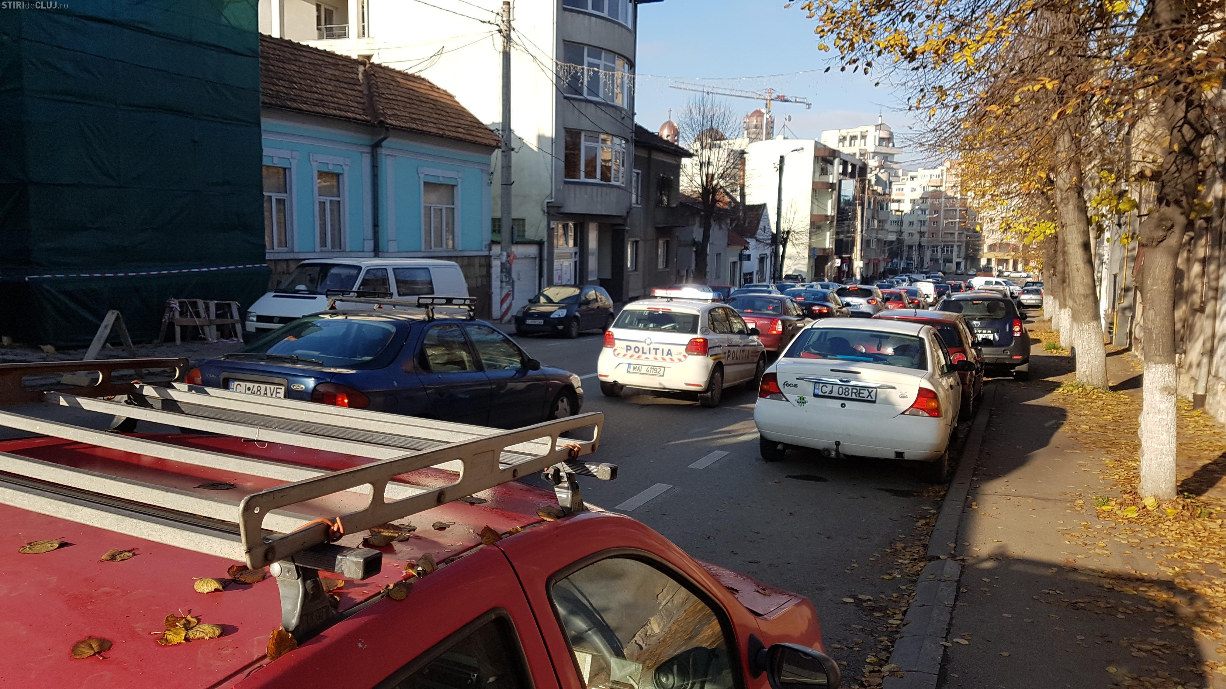 Cluj-Napoca: Bară la bară pe Brâncuși și pe Nicolae Titulescu - FOTO