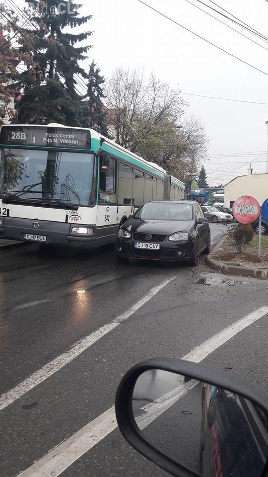 Smecher de Cluj! Cum a parcat acest șofer? FOTO
