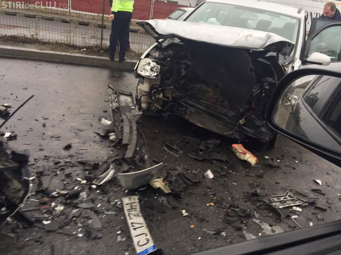 Accident în Vâlcele! Drumul Cluj - Turda e BLOCAT. Ambulanța nu poate trece de GARD - FOTO