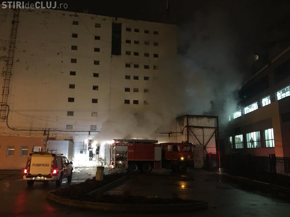 Incendiu lângă clubul clujean Midi. Un atelier de boxe audio a ars FOTO