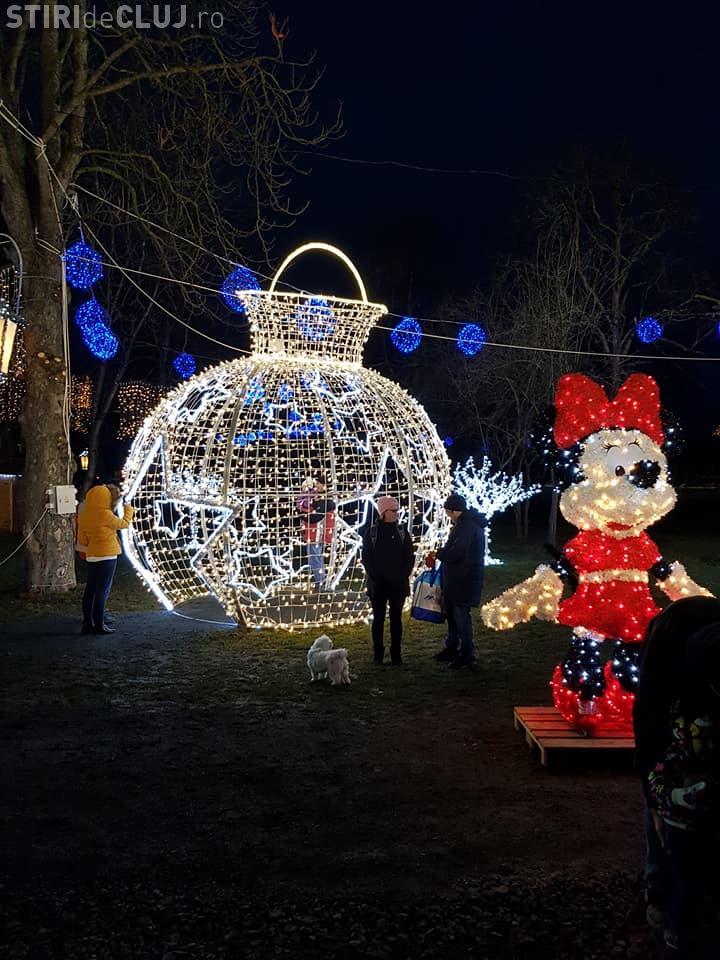 Târgul de Crăciun din Florești s-a deschis. De 1 Decembrie s-au depus și coroane de flori - FOTO