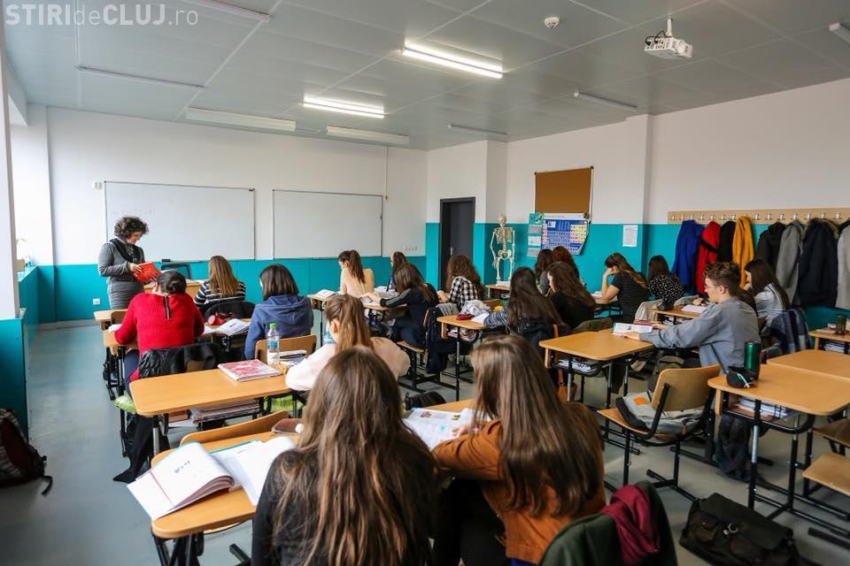 Primăria Cluj-Napoca promite că plătește bursele elevilor până la finalul lunii