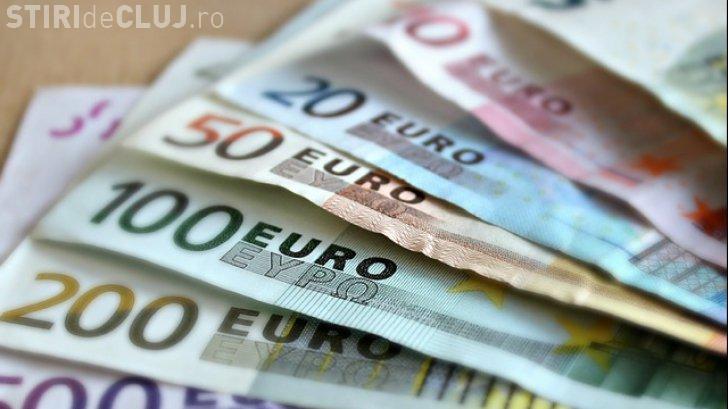 Joaca de-a economia. EURO a ajuns la un vârf de 4,63 de lei pe interbancar