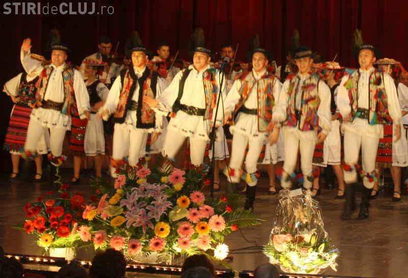 """Spectacol folcloric """"Toamna rapsodiilor"""" oferit de CTP Cluj"""