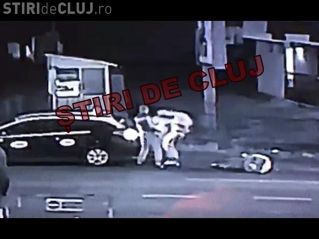 VIDEO - Bătaie lângă NOA. Un taximetrist a făcut KO doi bărbați - VIDEO / UPDATE: Taximetristul a fost arestat
