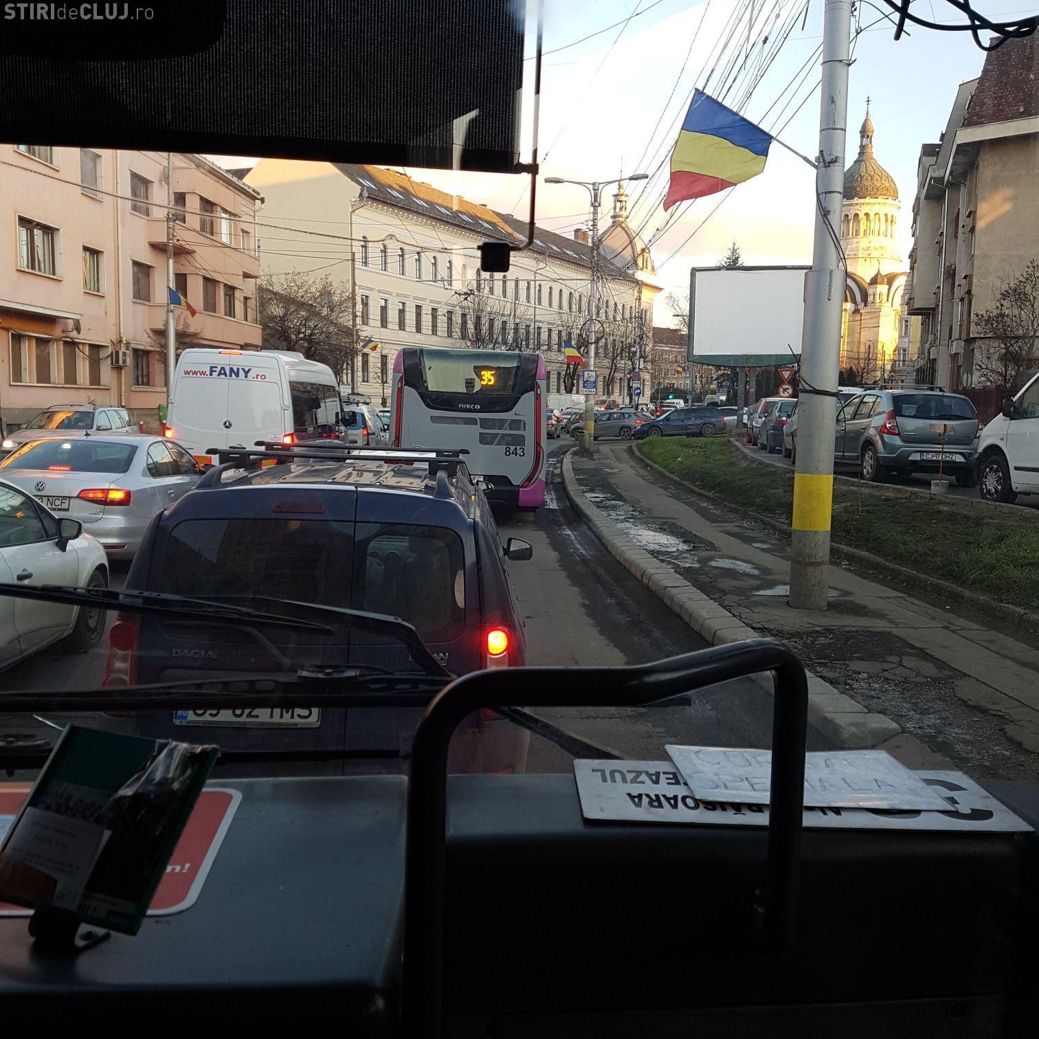 Trafic infernal în centrul Clujului: Am făcut 20 de minute din Piața Mihai Viteazu până la Teatru FOTO/VIDEO
