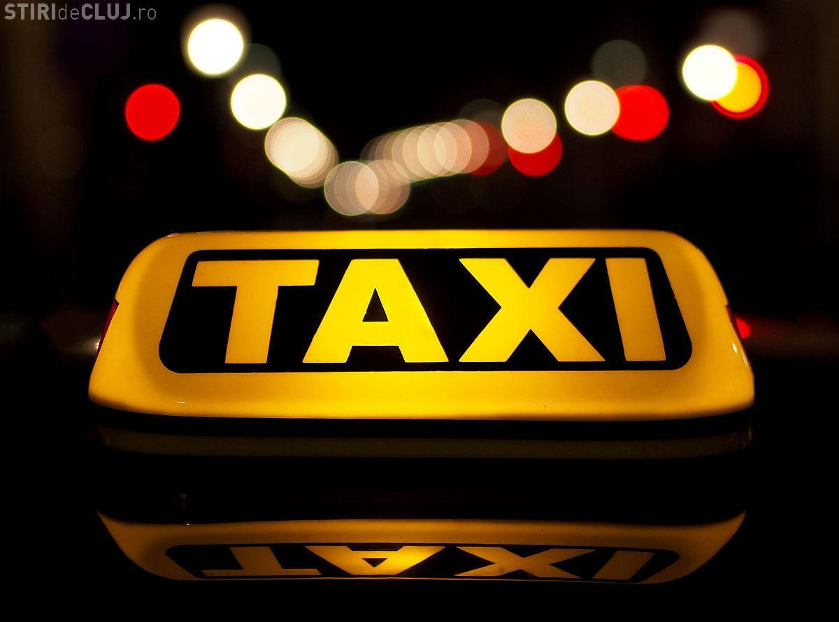 Cluj: Taximetrist atacat de client în timp ce conducea. A lovit mai multe mașini