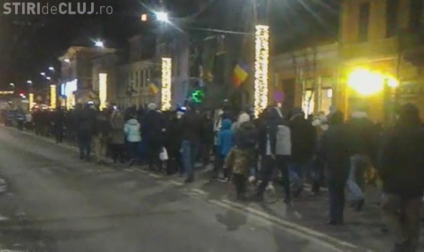 Un nou protest la Cluj! Aproape 2.000 de persoane au mărșăluit prin centrul orașului VIDEO