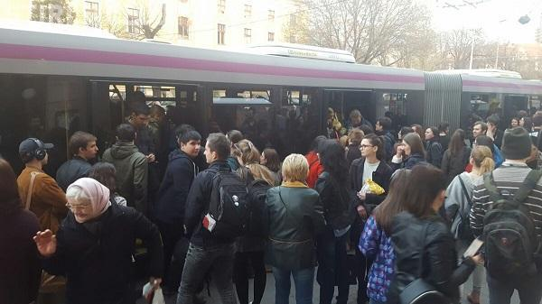 Autobuzele din Cluj-Napoca sunt SUPER aglomerate. Unde sunt condițiile promise?