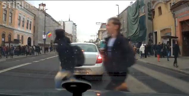 Elev spulberat de o mașină pe Memorandumului - VIDEO