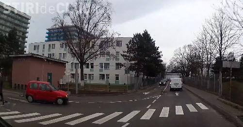 """Haos rutier la ieșire de la Auchan Cluj! """"Nu mai dati permise tuturor prostilor"""" - VIDEO"""