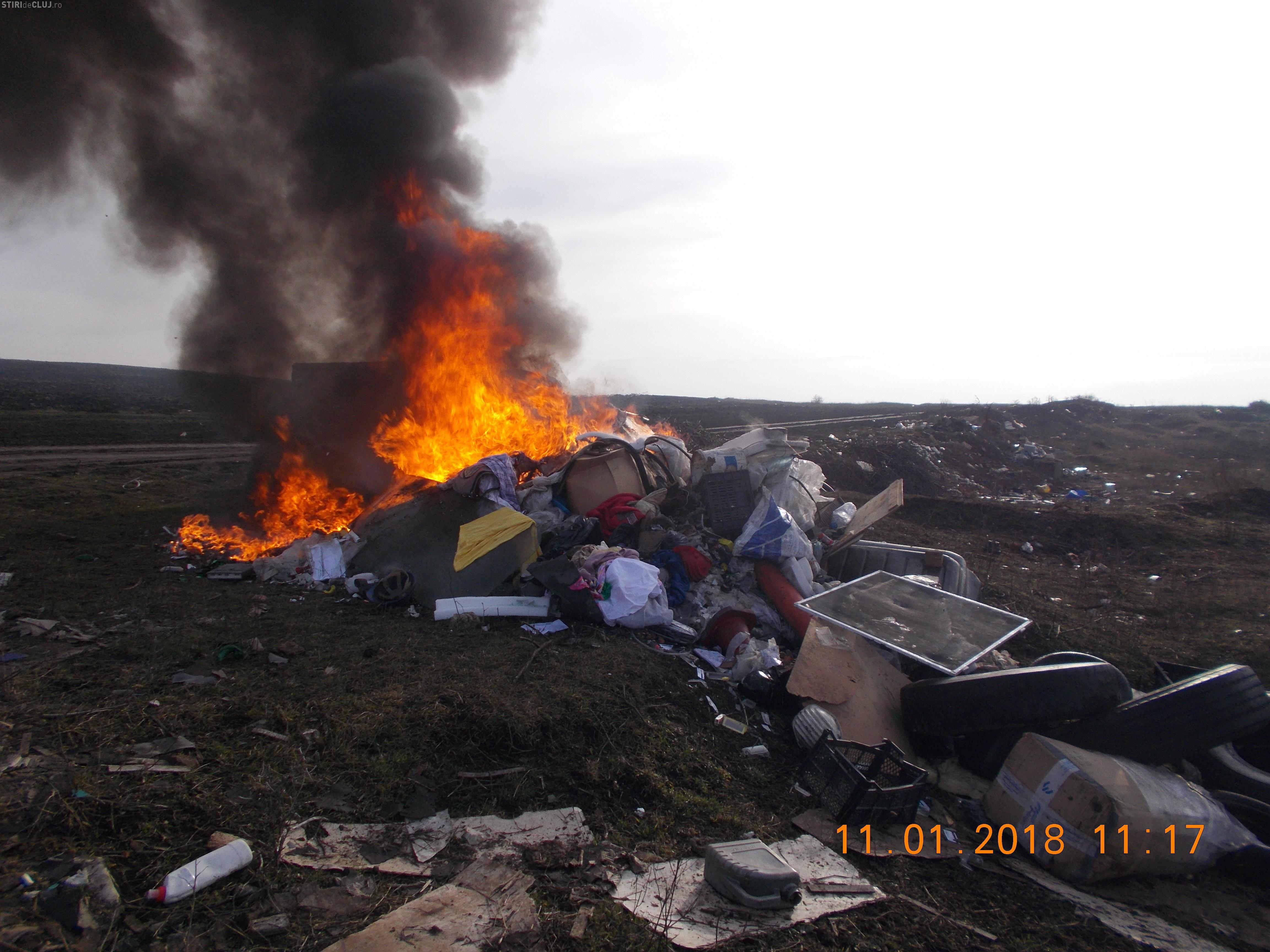 Cluj: Persoană identificată de polițiștii locali după ce a incendiat deșeuri
