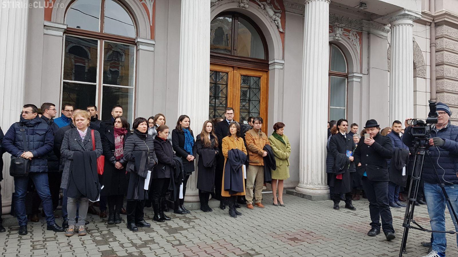 Procurorii și judecătorii clujeni au ieșit în stradă. Protestează împotriva legilor Justiției FOTO/VIDEO