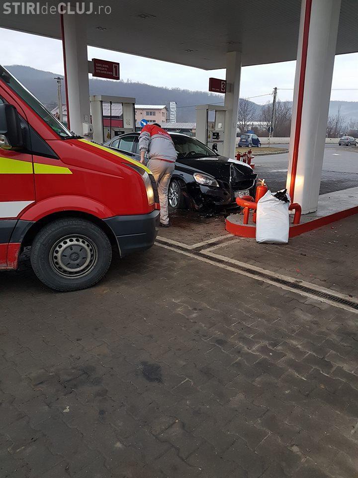 Pieton lovit de o mașină în benzinăria dintre Vâlcele și Feleacu - FOTO