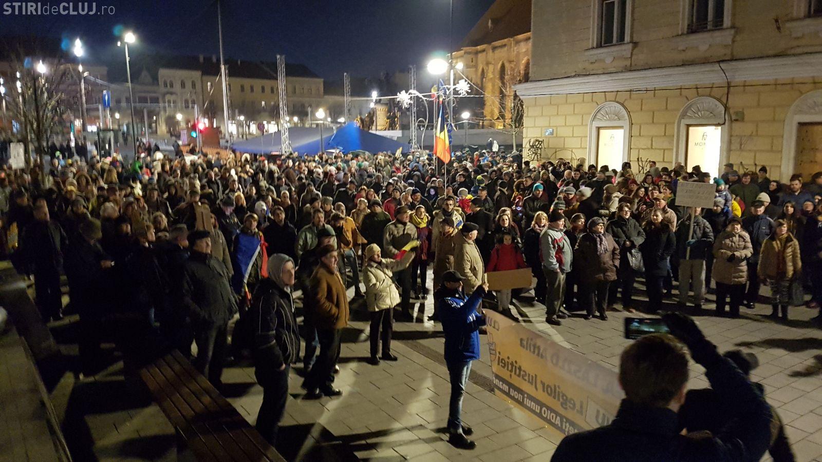 UPDATE: Peste 10.000 de oameni au protestat la Cluj-Napoca, sâmbătă seara - VIDEO