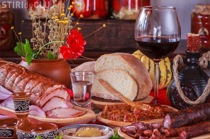Târg de iarnă în Piața Avram Iancu. Puteți cumpăra zacuscă de casă, murături, turtă dulce și alte bunătăți tradiționale
